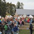 Koolipere on jõudmas lauluväljakule, et pidada miiting 1991. aasta stiilis