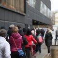 ФОТО | Молодые люди штурмуют столичные центры вакцинации, поверив слухам о доступности вакцины для всех возрастов