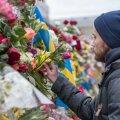 Päev pärast terrorirünnakut Stockholmi kesklinnas kõrgub sündmuskohal lillemüür - tuhanded rootslased on tulnud kannatanutele austust avaldama ja hukkunuid mälestama.