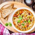 RETSEPT | Pärast ohtrat lihasöömist kulub ära üks köögivilju täis ja kõhusõbralik minestrone supp