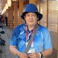 Vabatahtlik Roberta töötab olümpiakülas Eesti olümpiakomitee abilisena.