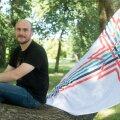 Kultuuripealinnade liikumise käivitaja Oliver Loode soome-ugri lipuga