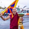 Tiibetlased saavad vaid paluda, aga Hiina võib ka käskida, tõdeb Thubten Wangchen.
