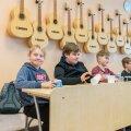 Tartu Kivilinna koolis ei pea ka vähem võimekad muusikatunnis oma hinnete pärast muretsema.