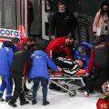 Ärevad hetked KHL-i hokiliigas: teadvuse kaotanud kohtunik viidi jäält minema kanderaamil