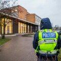 Politseinik Viljandi Paalalinna kooli juures