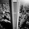 ÖISE MELBOURNE'I TULETORN: Kõrgele linna kohale tõusva Nauru Buildingu tippu ehivad kaunilt valgustatud sinised tähed.