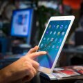 Midagi pole parata, Samsungi uut tahvlit kätte võttes lähevad mõtted iseenesest Apple'i toodangule.