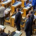 Riigikogu ööistungil, foto on illustratiivne
