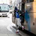 Kerr Kriisa pärast treeningut hotelli saabumas.