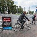 2013. aasta valimiskampaania Tallinnas. Eerik-Niiles Kross ja Tiit Riisalo linnavalitsuse ees.