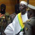 Presidendi kohusetäitja Bah Ndaw andis mullu sõduritest ümbritsetuna ametivande. Samad sõdurid võtsid ta nüüd vahi alla.