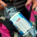 """1. Plastpudel (""""emapudel""""), millelt on suurem osa pandimärgi triipkoodi eemaldatud. Allesjäänud ribast piisab, et taaraautomaadist tšekk 1 kroonile kätte saada. Vallo Kruuser"""