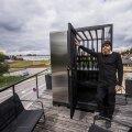 Tõnis Org valmistab klaasist seinte ja laega väikseid saunu, mille saab paigutada nii terrassile kui ka katusele.