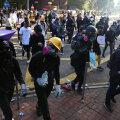 Hongkongis piiras politsei ümber ülikoolilinnaku meeleavaldajatega