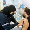 """VAKTSINEERIMISE MAAILMAMEISTRID: Iisraelis oli 1. veebruari seisuga kaitsva süsti saanud 33,8 protsenti elanikkonnast. Kuid sellelgi maal ei ole kõik nii roosiline. Juudiriigi elanikkonnast moodustavad 12 protsenti ultraortodokssed juudid, kes keelduvad otsustavalt kõikidest karantiinireeglitest ning vaktsineerimisest. On toimunud kaklusi politseiga. Jeruusalemma politseiülem on ortodoksidelt saanud hüüdnime """"Hitler"""". Ka Iisraeli ühiskond peab mingid asjad ümber mõtestama."""