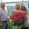 Liidia  lasteküla sünnipäeval õnnitlusi vastu võtmas, tema kõrval seisab meie seast lahkunud abikaasa Robert.