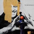 VIDEO   Vene võimud värvisid Navalnõid toetava seinamaalingu kiiruga üle