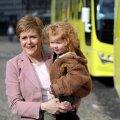 Laps süles – valimised tulekul. Šoti Rahvuspartei juht Nicola Sturgeon on viimastel nädalatel teinud väsimatult kampaaniat ja jõudnud igale poole. Pildil on ta parteikaaslase lapsega Edinburgh's.