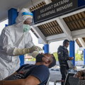 Indoneesias kahtlustatakse ravimifirma töötajaid koroonaviiruse testipulkade puhtaks pesemises ja uuesti müügile paiskamises