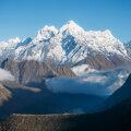 Himaalaja aeglast kerkimist katkestavad kiired langused