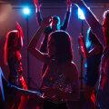 KÜSITLUS | Kust jookseb piir? Kas suhtes olles on klubis teise naisega tantsimine aktsepteeritav?