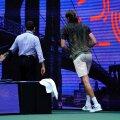 Stefanos Tsitsipas US Openi kolmanda ringi matšis Carlos Alcarazi vastu vetsu jooksmas.