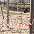 Tallinn, 24.03.2020. Seoses COVID-19 viiruse nakkusohuga suleti kõik Tallinna linna avalikud spordi- ja mänguväljakud. Pildil mänguväljak Lasnamäel.