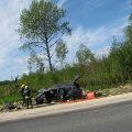 FOTO SÜNDMUSKOHALT: Tallinna-Rapla maanteel rullus teelt välja sõitnud Volvo üle katuse