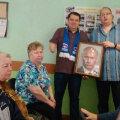 Vene võimupartei kinkis pimedatele katsumiseks Putini puuteportree