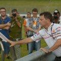Fausto Gresini 2012. aastal avaldamas austust aasta varem tema tiimi tsikliga Malaisia GP-l hukkunud Marco Simoncellile.