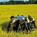 ФОТО   Автомобиль вылетел в поле и перевернулся. Пострадал 84-летний водитель
