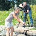 Läti filmirežissöör Laila Pakalniņa loobib vette oma ekstreemkaamerat GoPro, et salvestada efekt, mis sarnaneks pommi lõhkemisega vees. Filmib kaasprodutsent ja operaator Arko Okk.