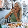 Keili Rooma välikohvikus ehtsat Itaalia pitsat nautimas.