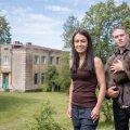 Maigi Magnus ja René Reinumäe elavad ja töötavad juba seitse aastat Rootsi jaamahoones, kus on oma kodu leidnud ka varjupaigast võetud koer Dora.