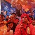 Hinduühenduse juht ja liikmed sel teisipäeval New Delhi lehmauriinipeol.