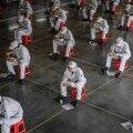TAGASI TÖÖL: Wuhanis asuva Dongfeng Honda autotehase töölised peavad lõunapausi. Koroonaviiruse leviku ennetamiseks hoitakse teineteisega distantsi.