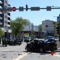 Delfi lugeja eilsest avariist: BMW-l põles juba pikalt punane tuli, Mercedes kaitses jalakäijaid suurema löögi eest