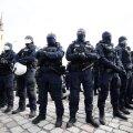 ФОТО и ВИДЕО | Антимасочники снова собрались в центре Таллинна и привели с собой детей. Ситуация обострилась, полиция задержала несколько человек