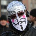 Fooliummütsiga meeleavaldaja