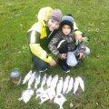 """Kalal käimine on üks lemmiktegevusi,"""" ütleb Jaagup, kes pildil on koos pojaga"""