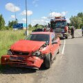 FOTOD JA VIDEO | Viljandi linna piiril paiskus Toyota avarii tagajärjel kraavi