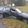 FOTO: Ahjal sõitis BMW juht ette veoautole, üks sõidusuund tuli sulgeda