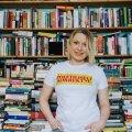Eesti keele populariseerija Keiti Vilms teab täpselt, millisest kodusest raamatuvirnast ta tujule vastava raamatu võiks leida.