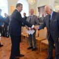 ГРАФИК | Президент Рюйтель щедро раздавал госнаграды, но Ильвес положил этому конец
