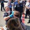 VIDEO | New Yorki saabunud lennukil tundis üle saja inimese end haigena ja lennuk pandi karantiini