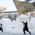 Kaitsevägi kinkis Narvale lumelinna