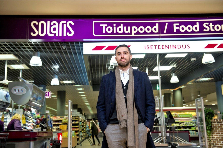 87afd5ebe27 UUS KAPTEN: ABC Grupi juht Mart Vips seisab ühe Tallinna südalinna  esinduslikuma, Solarise toidupeo väravas, mille eeskujust kasvab välja ABC  Grupi ...