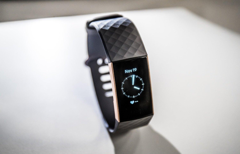 502606c447e Fitbit Charge 3 üks suurem pluss on, et sellega saab kenasti nädal aega  järjest kulgeda, enne kui see lisaenergiat nõudma hakkab.