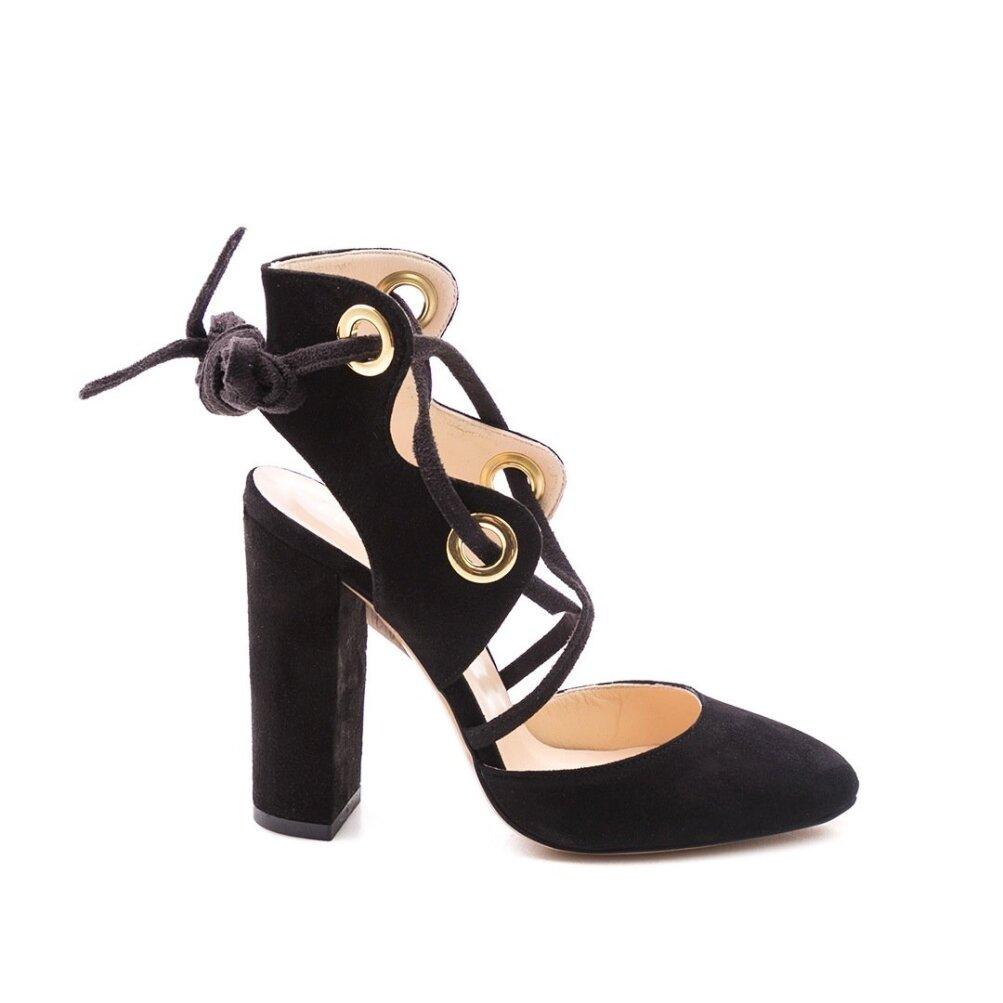 3e4c00a7926 Pahkluurihmadega kingad muudavad eriliseks nii lõhkised teksad kui ka  piduliku kleidi. Liu Jo, 199.99 (ABC King)